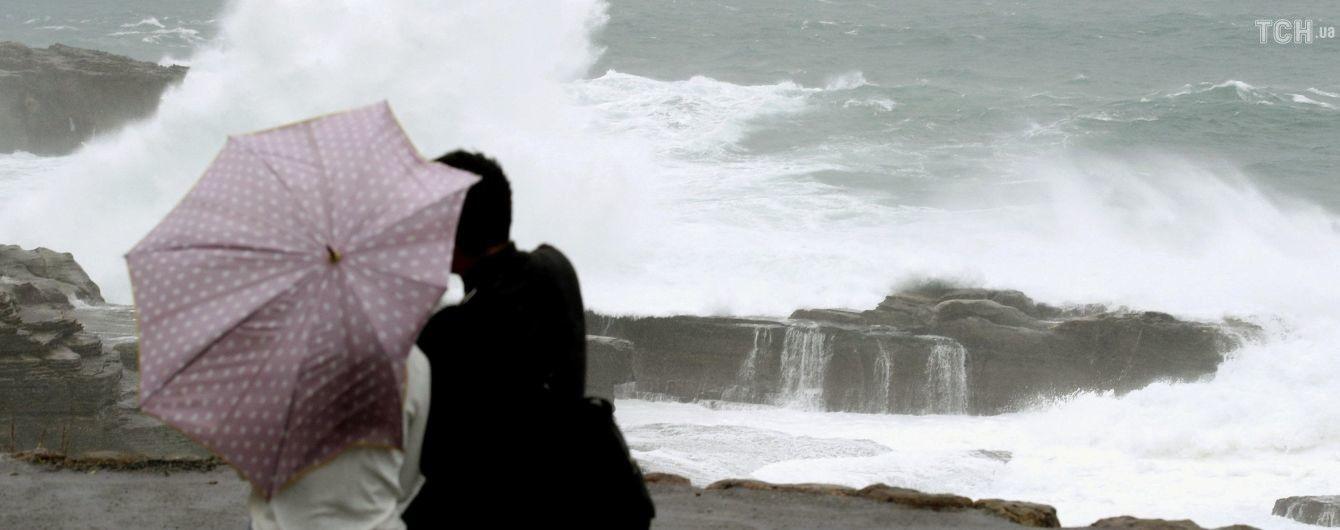 Скасовані авіарейси і сотні тисяч евакуйованих. Шанхай застиг в очікуванні потужного тайфуну
