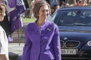 В ярком костюме и с маникюром: стильный выход 78-летней королевы Испании Софии