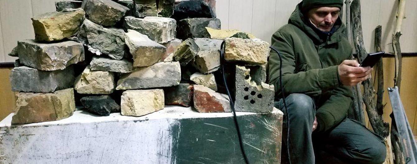 Сторонники Коханивского уничтожили зал суда и разожгли костер во дворе