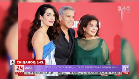 """Джордж Клуні з дружиною Амаль і тещею разом відвідали прем'єру стрічки """"Субурбікон"""""""