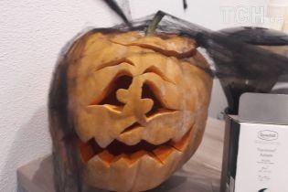 """Хэллоуин с размахом: в КГГА кормят пауками, а школы наполнили """"ведьмы"""" и """"монстры"""""""
