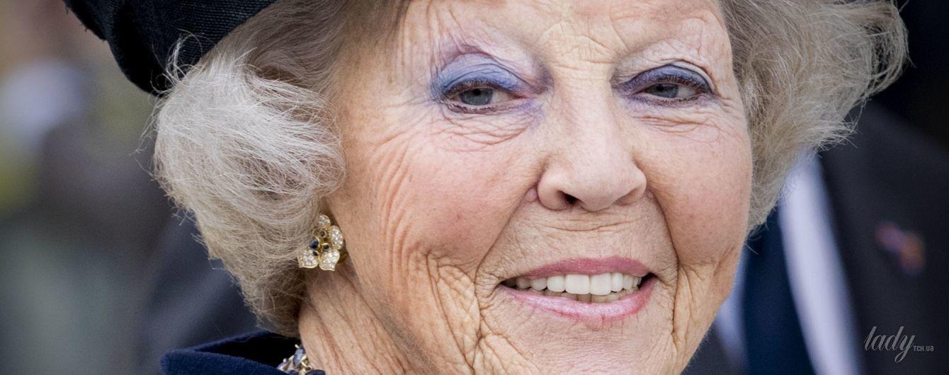 С ярким макияжем и в новой шляпе: 79-летняя принцесса Беатрикс впечатляет новыми образами