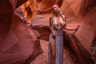 Оголене тіло на лоні дикої природи: модель Playboy веде відвертий тревел-блог