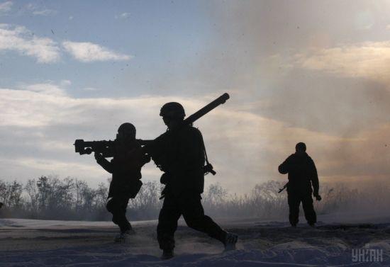 Бойовики обстрілювали українських бійців з важкого озброєння, є поранений. Ситуація на Донбасі