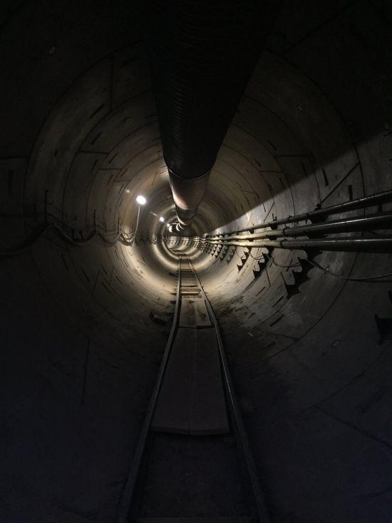 Ілон Маск зняв на відео прогулянку швидкісним тунелем під Лос-Анджелесом