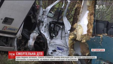 Вблизи Житомира в маршрутку, в которой было 15 пассажиров, въехал грузовик