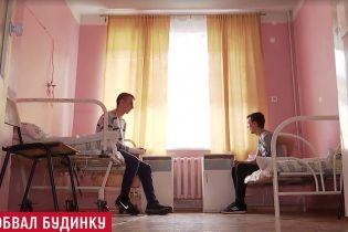 Трагедія в Кам'янському: постраждалі підлітки розповіли, як падала бетонна плита під'їзду