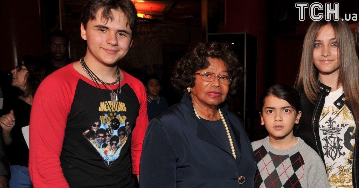 Мать Майкла Джексона больше не хочет быть опекуном его сына