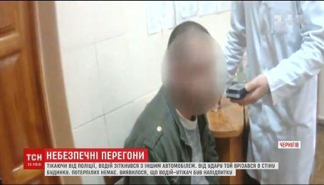 У Чернігові під час втечі від поліції нетверезий водій розбив кілька машин