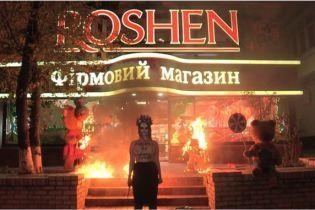 В Femen заявили о похищении активистки, которая жгла медведей и трамвай возле магазинов Roshen