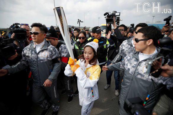 Олімпійський вогонь прибув до Південної Кореї_3