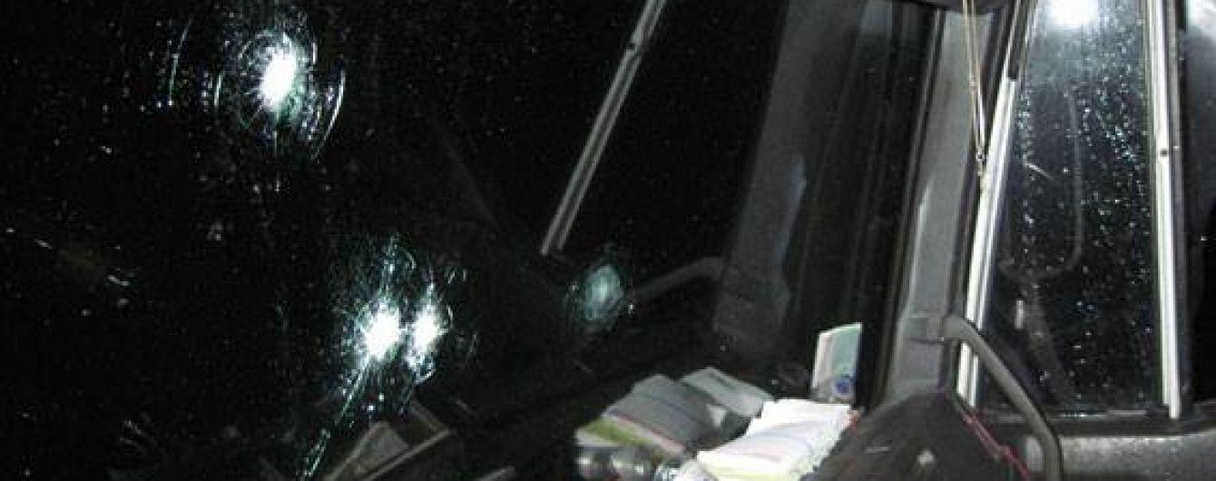 На трассе на Черниговщине неизвестные в масках обстреляли и ограбили грузовик