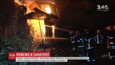 В Одесі рятувальники більше трьох годин ліквідовували пожежу через відсутність поруч гідрантів