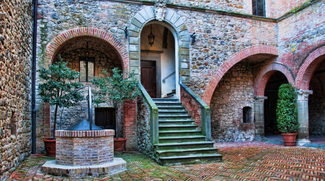 Замок Банфі, Італія