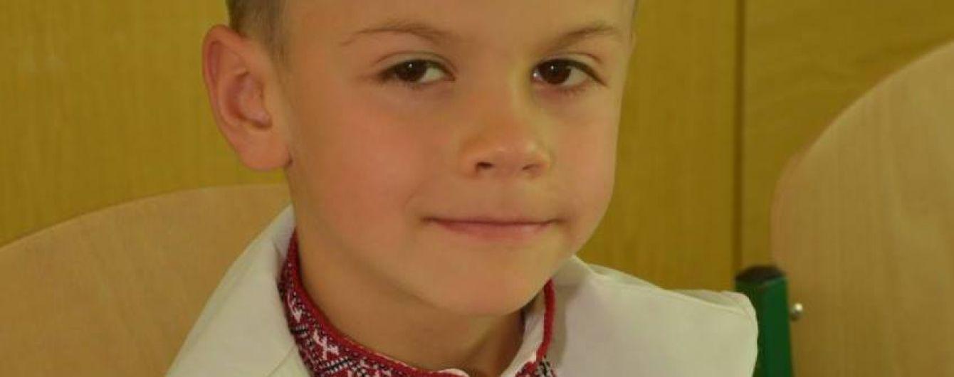 Батьки Дмитрика просять допомогти врятувати життя їхньому сину