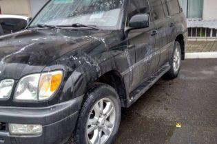 В центре Харькова неизвестные облили кислотой Lexus депутата облсовета