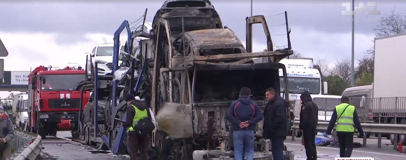 Бензовоз и фуры с легковушками: смертельное ДТП произошло на трассе Киев-Чоп
