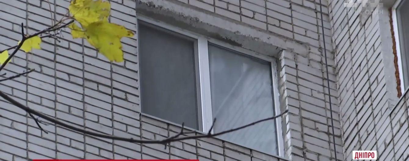В Днепре 13-летняя девочка упала с девятого этажа и выжила