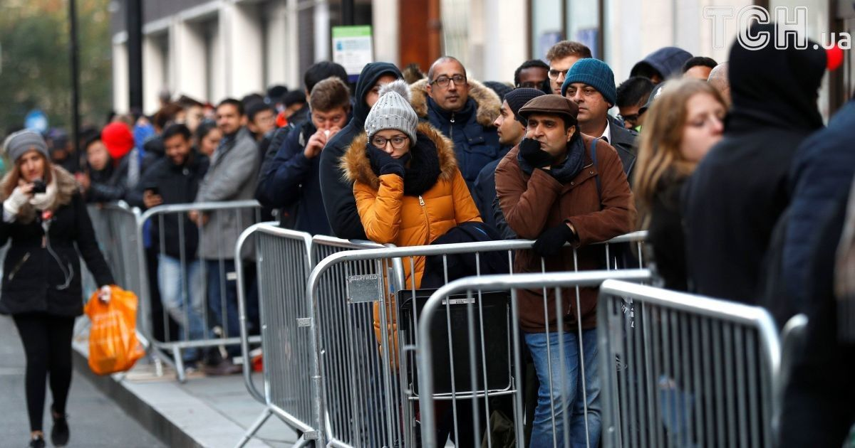 Черги за телефоном у Великій Британії @ Reuters