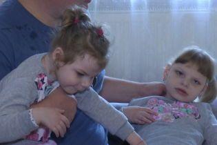 Двом донькам поліцейського з Тернополя потрібна допомога у протистоянні хворобі