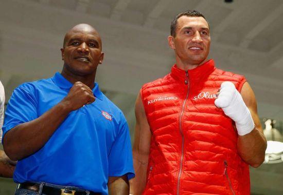 Холіфілда та Льюїса на конгресі WBC у Києві нагодують борщем та салом