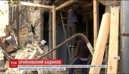 В Одесі обвалилася стіна двоповерхового будинку