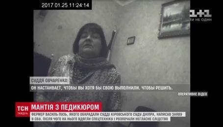 Суддю Овчаренко зняли на приховану камеру під час отримання хабара