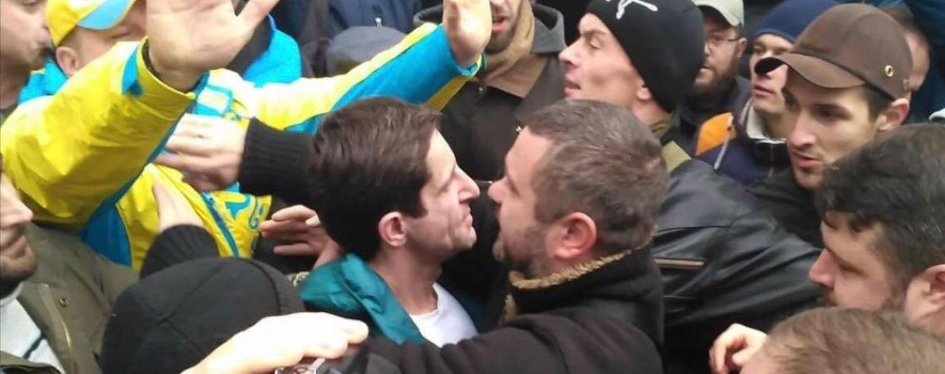 """""""Нарешті ми до тебе добралися"""": у Києві невідомі побили Зоряна Шкіряка"""