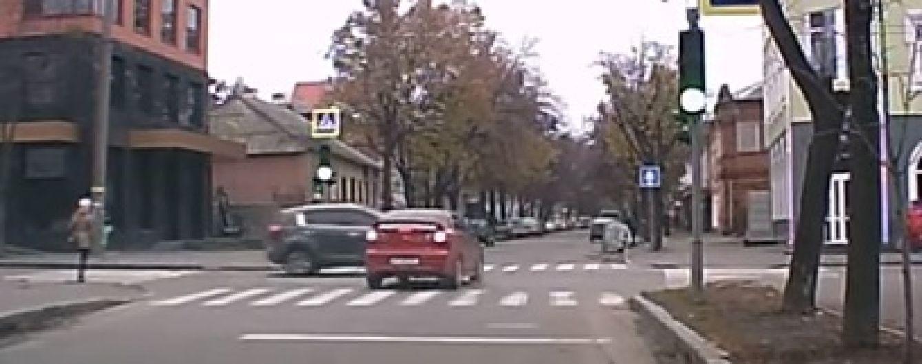 Знову червоне світло і перехрестя: у Харкові ледь не повторилася жахлива аварія на Сумській