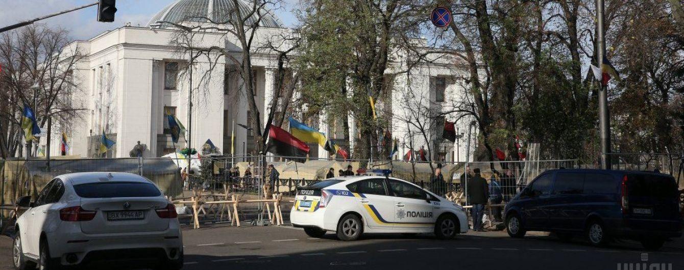 Поліція біля Ради посилила заходи безпеки через мітинг. Водіям радять об'їжджати центр Києва