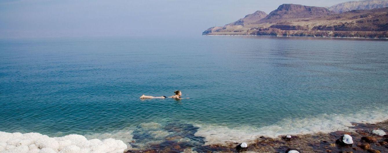 Мертвое море в Иордании имеет особый состав и окружено лечебными горячими источниками