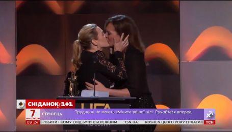 В Голливуде обсуждают поцелуй Кейт Уинслет и Элисон Дженни