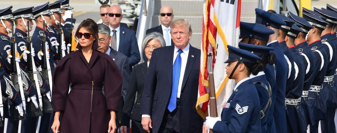 Мелания Трамп вернется из турне по Азии без мужа-президента