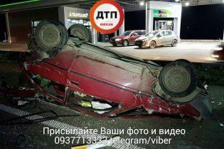 Под Киевом в масштабном ДТП с пострадавшим столкнулись две легковушки и мусоровоз