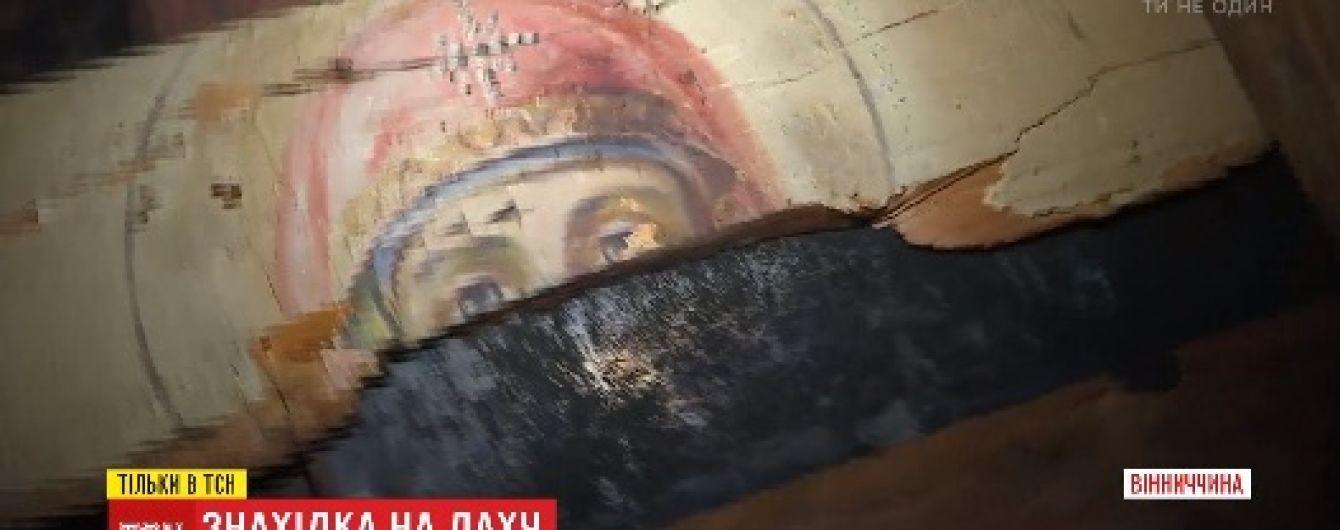 На балках школьной крыши на Виннитчине обнаружили иконы из церкви, разрушенной большевиками