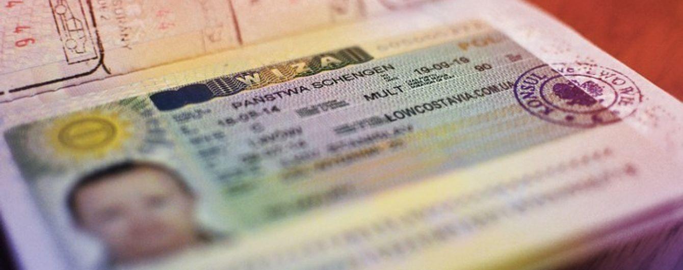 Польща суттєво збільшить кількість робочих віз для українців