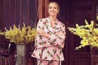 В костюме с ярким принтом: Катя Осадчая продемонстрировала стильный лук