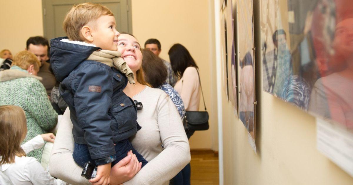 """Виставка малюнків """"Україна очима дітей"""""""