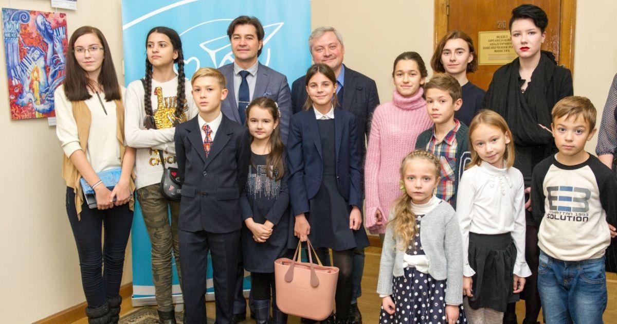 Ігор Янковський, Євген Нищук і переможці п'яти конкурсів Дитячого малюнку