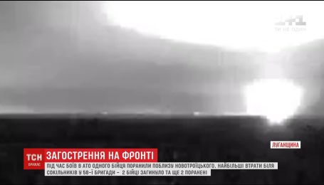 Украинская армия на фронте пытается противостоять активным обстрелам боевиков