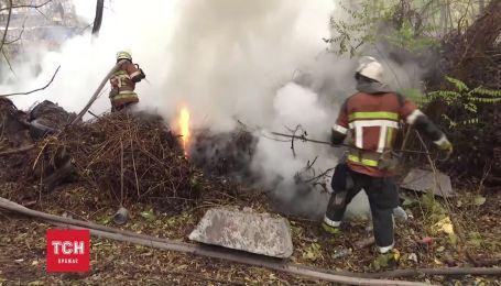Столб дыма от пожара в Гидропарке напугал жителей Киева
