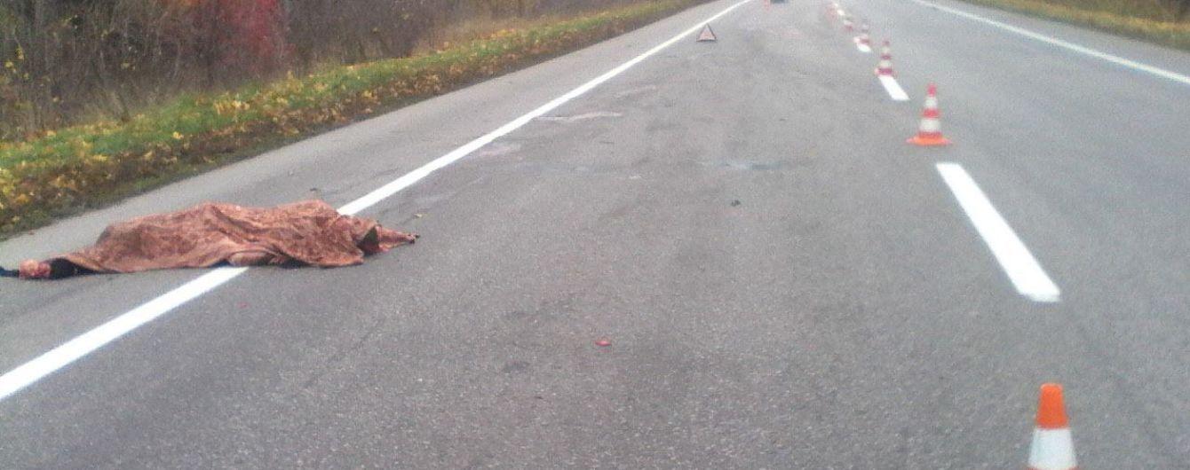 Ужасное ДТП на Харьковщине: мужчина погиб под колесами двух авто