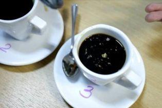 В Хмельницком молодчики подсыпали новым знакомым в кофе психотропы и грабили, одна из них умерла