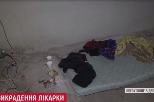 Засідка в гаражах на Оболоні та селяни-викрадачі: подробиці звільнення заручниці з Боярки