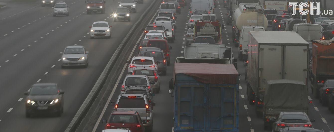 У Києві вранці очікується туман, водіїв закликають бути обережними