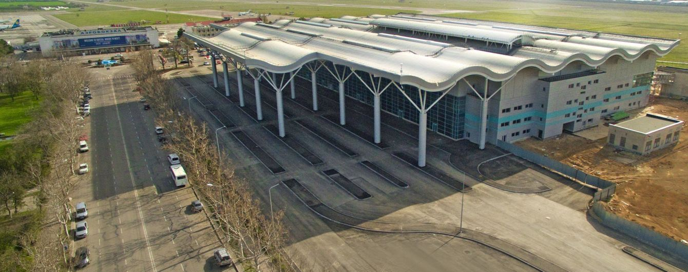 Невідомі повідомили про загрозу вибухів в аеропортах в усій Україні, роботу паралізовано