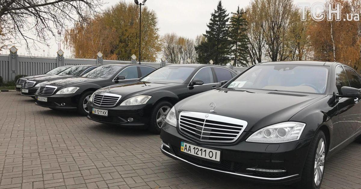 """Люксовое авто для каждого и черный """"дресс-код"""": группа Scorpions прилетела в Киев"""