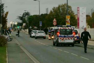 Во Франции водитель намеренно въехал в толпу студентов, есть тяжело травмированные