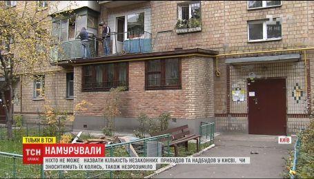 В Киеве стремительно увеличивается количество незаконных пристроек на домах