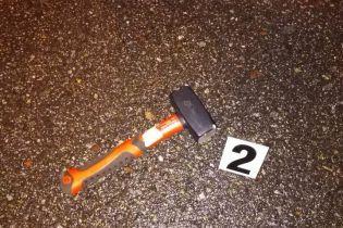 В Киеве мужчина с молотком напал на чиновника, водителю пришлось отстреливаться